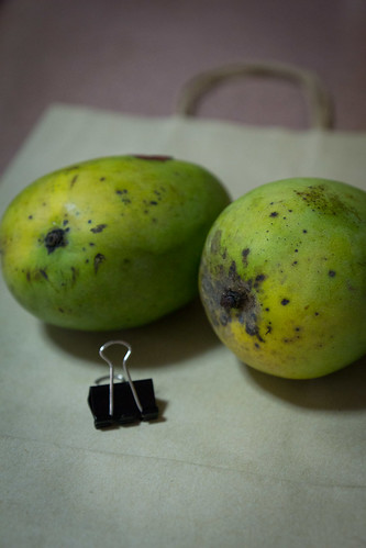 How to speed ripen a mango?