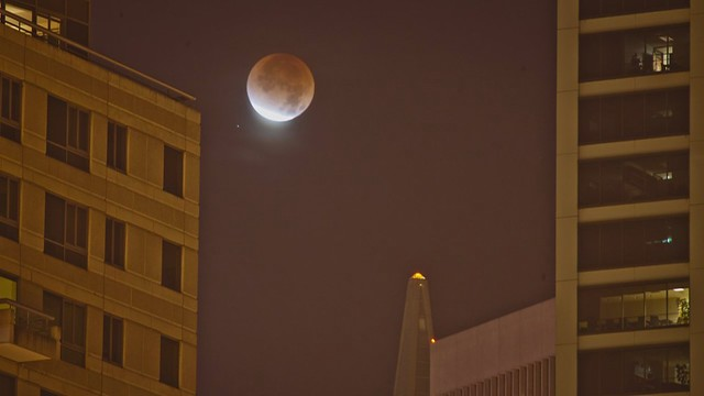 Plan to Shoot the April 14/15 2014 Lunar Eclipse: Example Landing on the Transamerica Pyramid