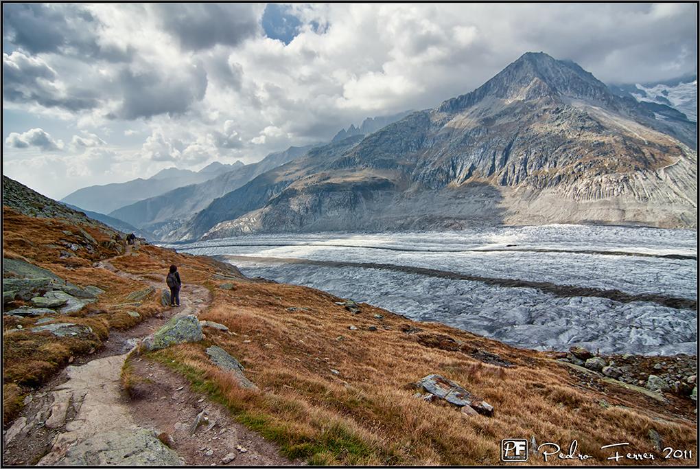 Suiza - Las Montañas - Caminando junto al glaciar