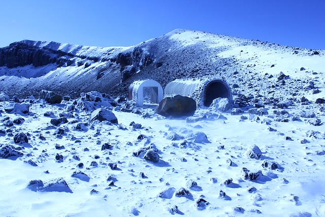 浅間山山頂シェルター