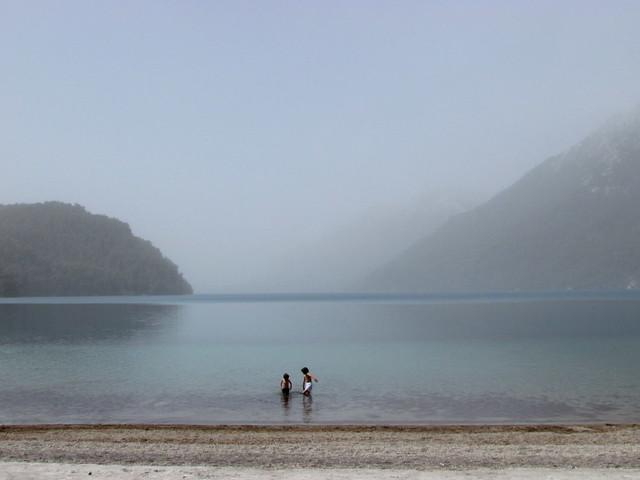 Meninos no lago