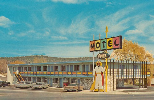 Dunes Motel - Bend, Oregon by What Makes The Pie Shops Tick?