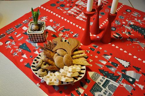 Julaftonskakfat på köksbordet