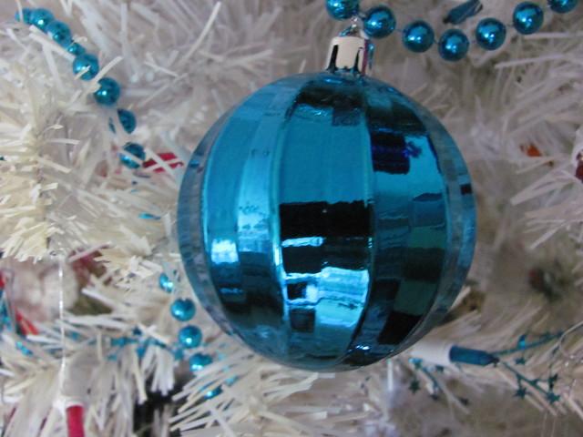 Metallic pleated turquoise ball