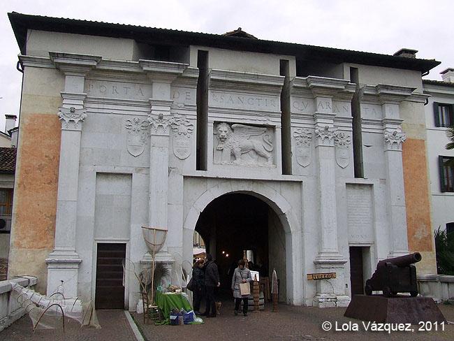 Puerta de Santi Quaranta © Lola Vázquez, 2011