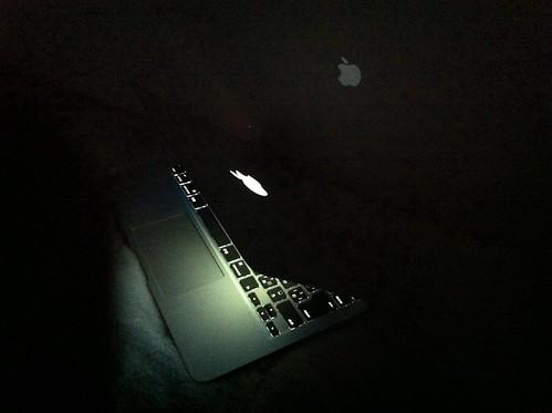 念願の光るリンゴマークとキーボード