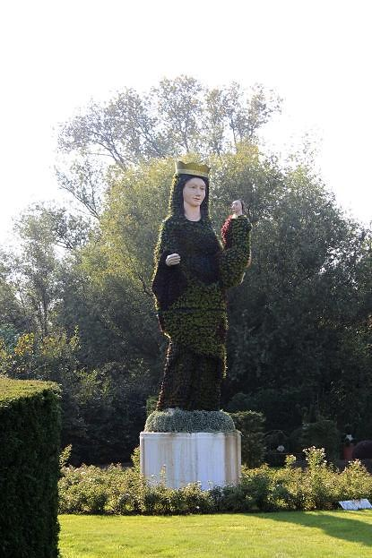 figure of Maria in boxwood
