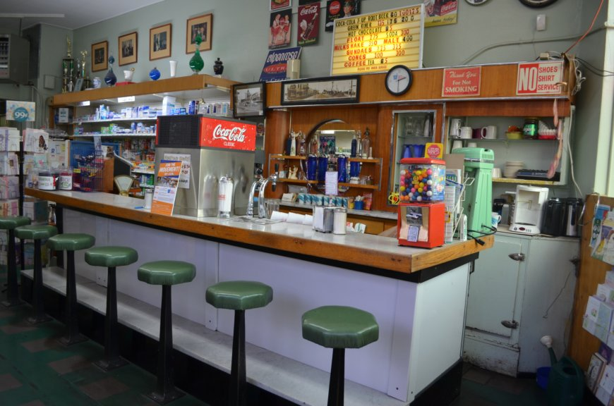 Portland or daily photo paulsen 39 s pharmacy hollywood for Old fashioned pharmacy soda fountain