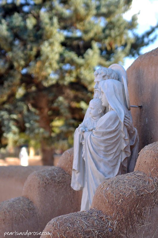 taos_asis_statues_web