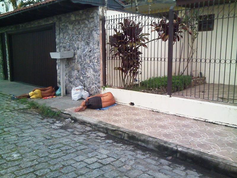 Furtos e insegurança fazem moradores colocarem casas à venda e cobrar saída do Centro POP 2