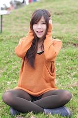 [フリー画像素材] 人物, 女性 - アジア, 女性 - 座る, セーター, 台湾人 ID:201112011000