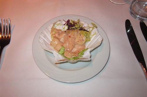 Meeresfrüchtesalat in Jakobsmuschel / seafood salad in scallop