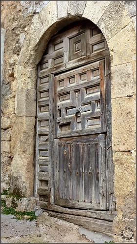 Ancient wooden door in Arbeteta (Guadalajara, Spain) / Antigua puerta de madera en Arbeteta (Guadalajara)
