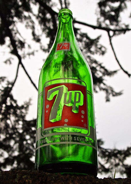 Classic 7 UP bottle