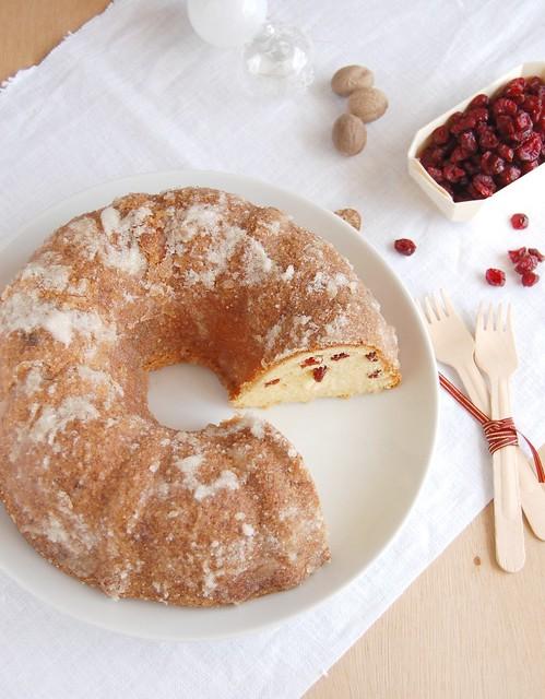 Eggnog pound cake with crystal rum glaze / Bolo de eggnog com casquinha de rum