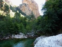 Remontée du Carciara en amont du canyon : la brèche vue de la 1ère vasque