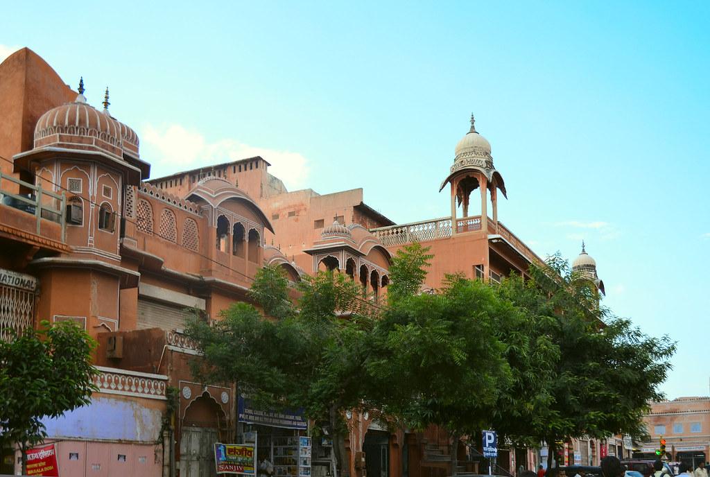 Исторический центр Джайпура называется Pink city, потому что изначально его строители решили красить все стены в терракотовый.