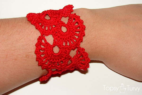 queen-anne-lace-thread-crochet-bracelet