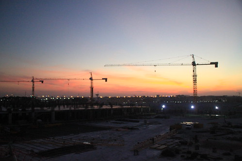 construction cranes doha qatar westbay project366