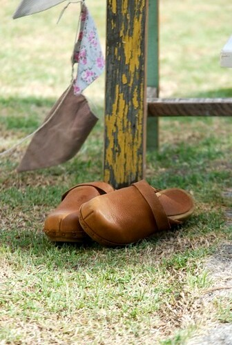 His little clogs by good mood factory / Anita Damas