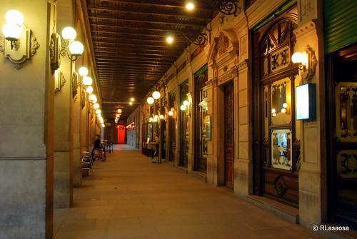 Paseo porticado en la Plaza del Castillo