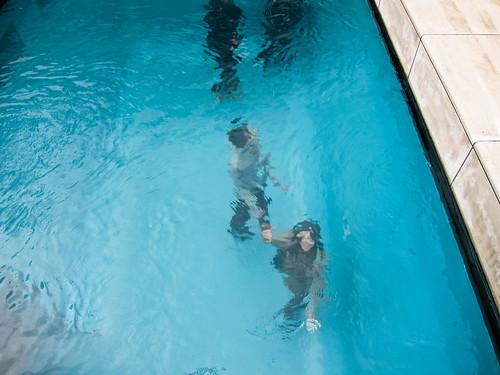 Piscina falsa de leandro erlich en kanazawa kirai un for El hotel que esta debajo del agua