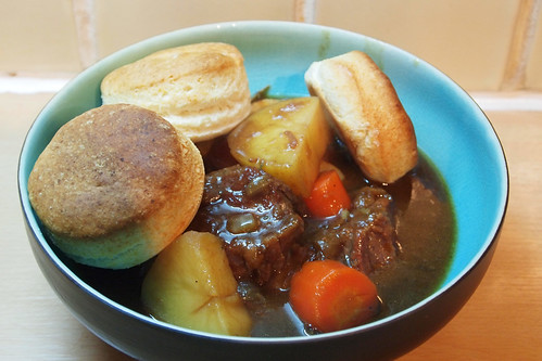 Beef and stour with biscuits