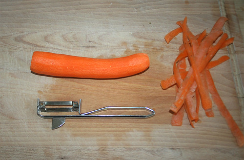 14 - Peel carrot / Möhre schälen
