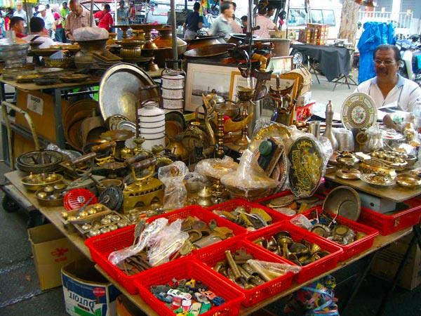 Lorong Kulit @ Rope Walk boleh membeli barangan antik