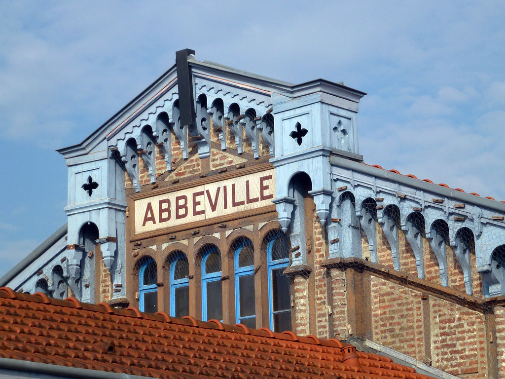 Abbeville railway station hauts de france tripcarta for Au jardin des deux ponts abbeville