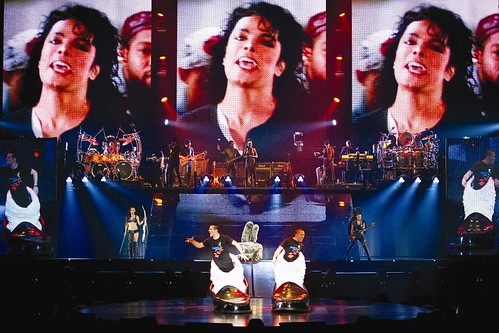 Michael Jackson 'Immortal' Tour en la cima en ventas de conciertos a mitad de año == Michael Jackson 'Immortal' Tour Top Mid-Year Concert Sales