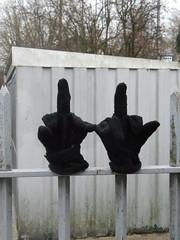 Lost gloves, Knockholt station