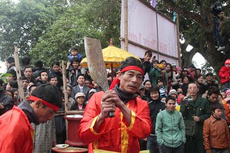 6794337973 5dd4d60e64 Lễ hội Chạy lợn ở Hà Nội Nóng bừng 3 phút mổ lợn khao quân
