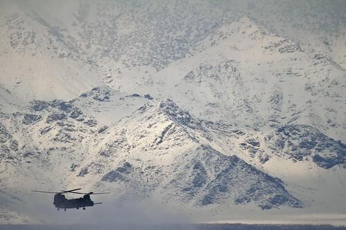 無料写真素材, 戦争, 軍用機, 山, ヘリコプター, CH チヌーク, アメリカ軍, 雪山, 雪