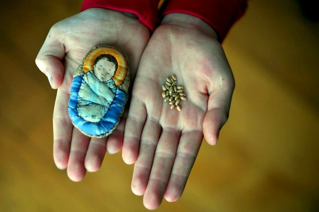 http://www.aholyexperience.com/2011/12/planting-seeds-of-kindness-straw-for-the-manger-a-family-advent-activity/