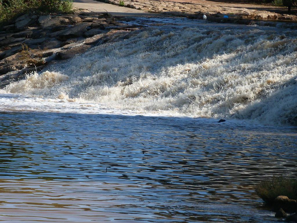 15-11-2011-gushing-water2
