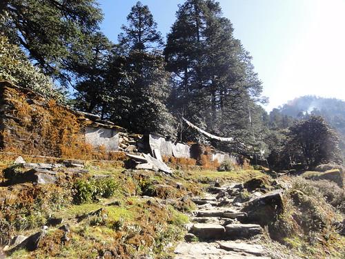 nepal maniwall threehighpassestoeverest