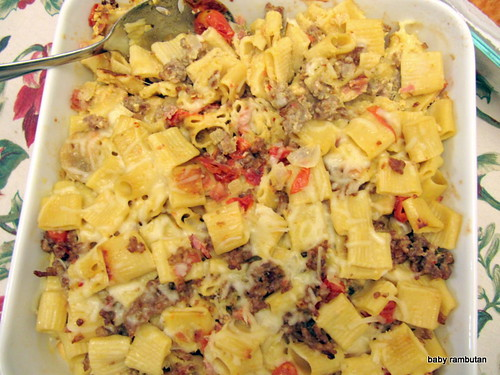 baked pasta with sausage and prosciutto
