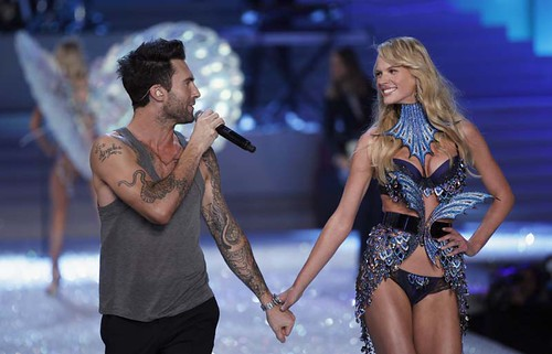 Anne-Vyalitsyna-Adam-Levine-Victoria's-Secret-Fashion-Show-2011
