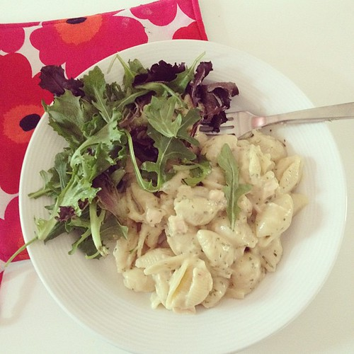 alfredo with salad