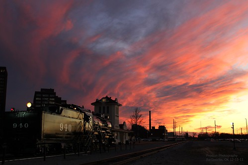 sunset red sky clouds sunsets depot locomotive ok traindepot bartlesville atsf 940 bartlesvilledepot