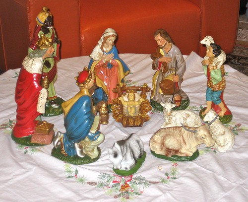 Mom's Old Nativity