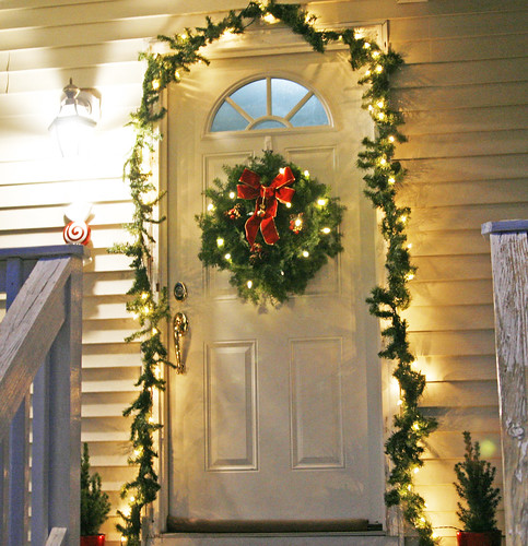 A Classic Holiday Door (DailyBuzz Moms 9×9)