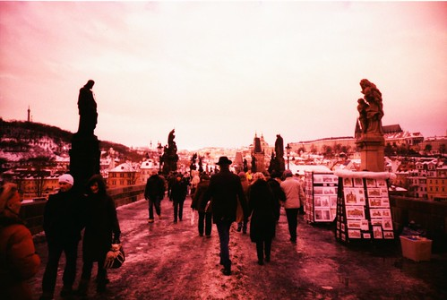 PRAGUE IN LOW-FI: ponte Carlo in rosa by biondapiccola (Holga my Dear)