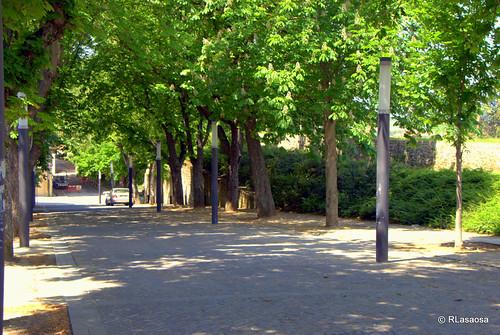 Una vista de la calle Paseo del Redín, junto a las Murallas de Pamplona