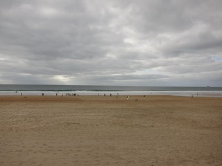 תמונה של Praia de Carcavelos ליד Carcavelos. winter beach portugal day cloudy carcavelos