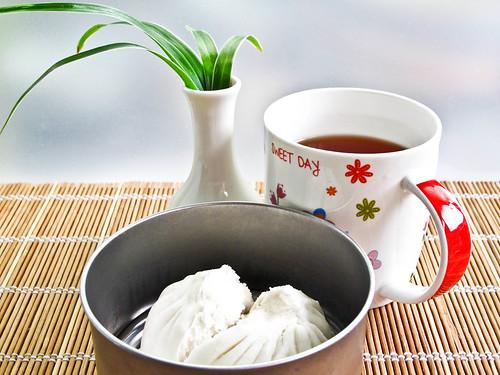 IMG_1193 IMG_1192 Breakfast : char siew pau 叉烧包and lipton tea 红茶 , not Chinese tea不是中国茶