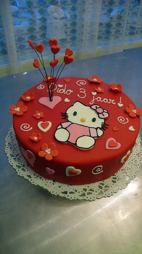 Hello Kitty Birthday Cake by CAKE Amsterdam - Cakes by ZOBOT