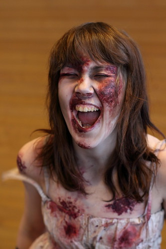 girl canon 50mm costume zombie makeup gore brownhair facialexpression frostbite ef50mmf14usm 550d desucon