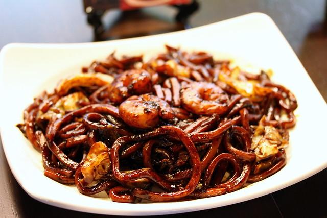 Malaysian Food Street: Famous Jalan Alor KL Hokkien Mee(厨留鲜)